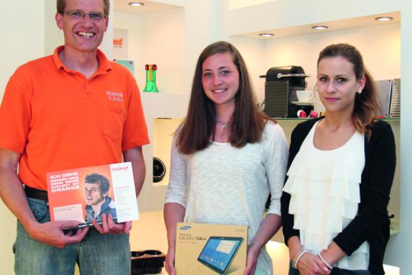 Teilnehmerin der Nacht der Ausbildung gewinnt Samsung Galaxy Tablet