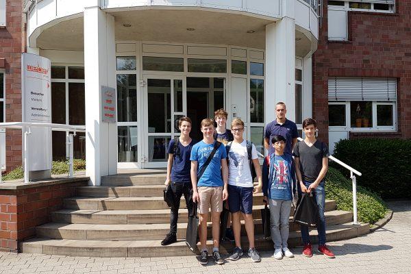 Schüler der Holderbergschule besuchten die Weber-IT