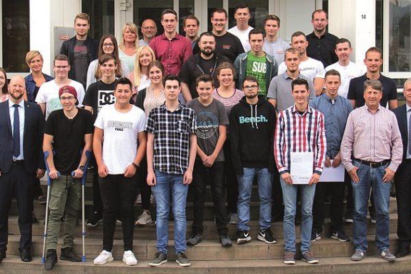 34 Auszubildende und duale Studenten starten in eine neue Zukunft